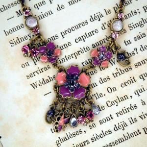 Collier fleur: Bijou vintage aux allures rétro romantique !